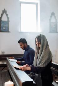 基督徒讀圣經圖片